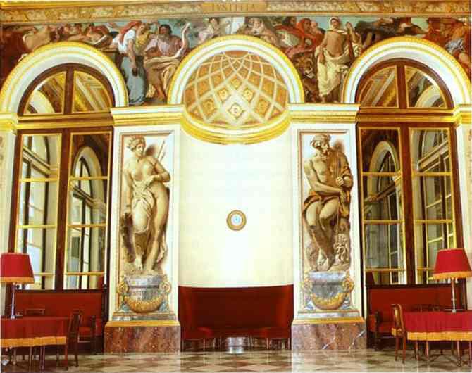 Фрески на западной стене.